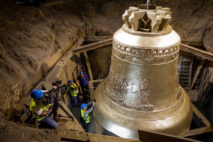 Vox Patris – największy dzwon na świecie odsłonięty. To dzieło m.in. firmy z Czernicy!