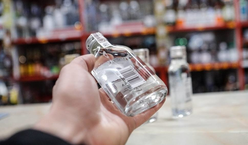 Ile wódki Polacy kupują z rana?