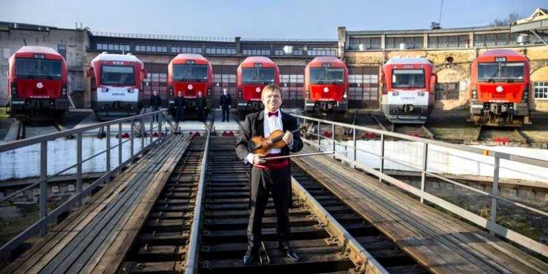 Litewskie lokomotywy wykonują polski hymn