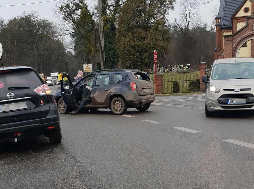 Bardzo groźny wypadek przy cmentarzu! (wideo)
