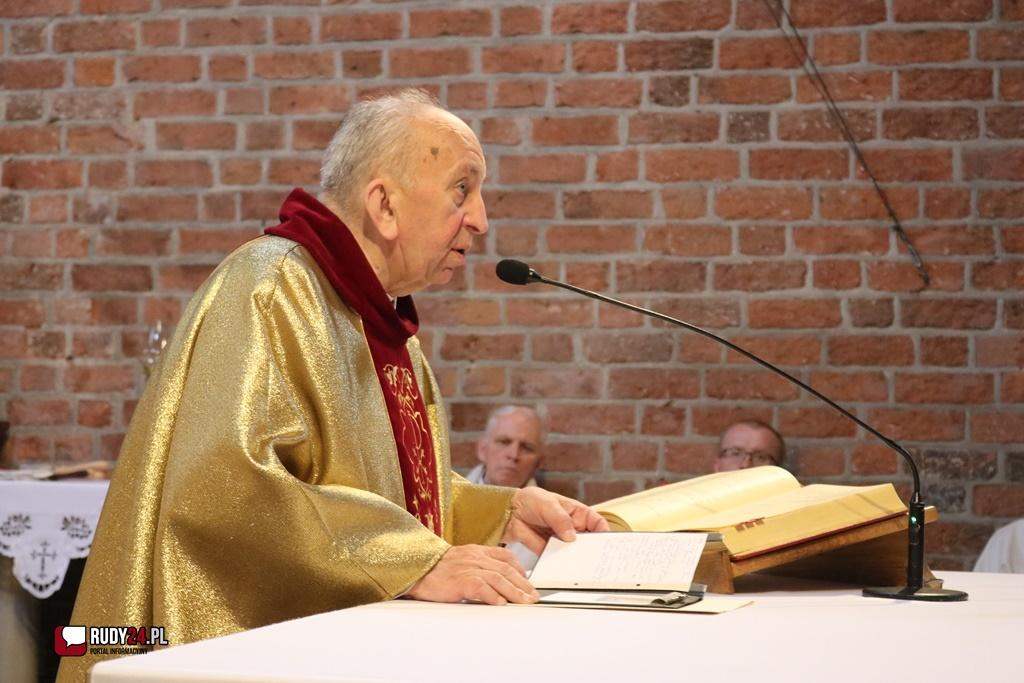 Dziś 79. urodziny obchodzi ksiądz dziekan Gotfryd Fesser.