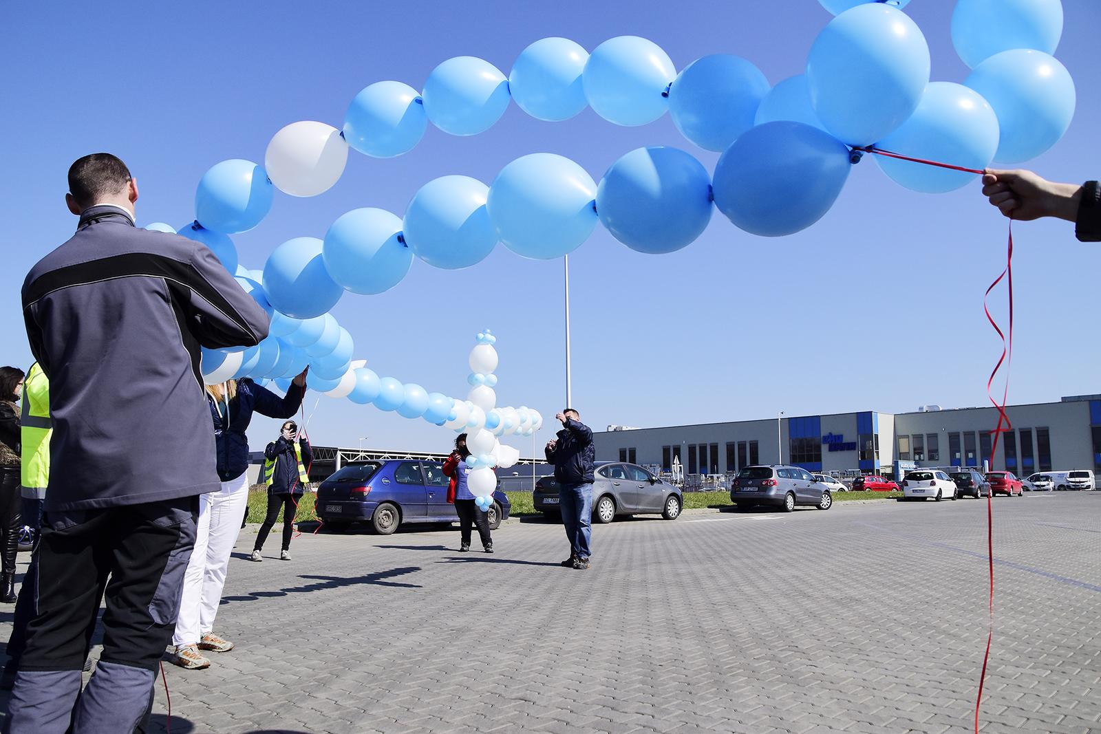 Pracownicy Eko-Okien wypuścili w niebo swoje modlitwy