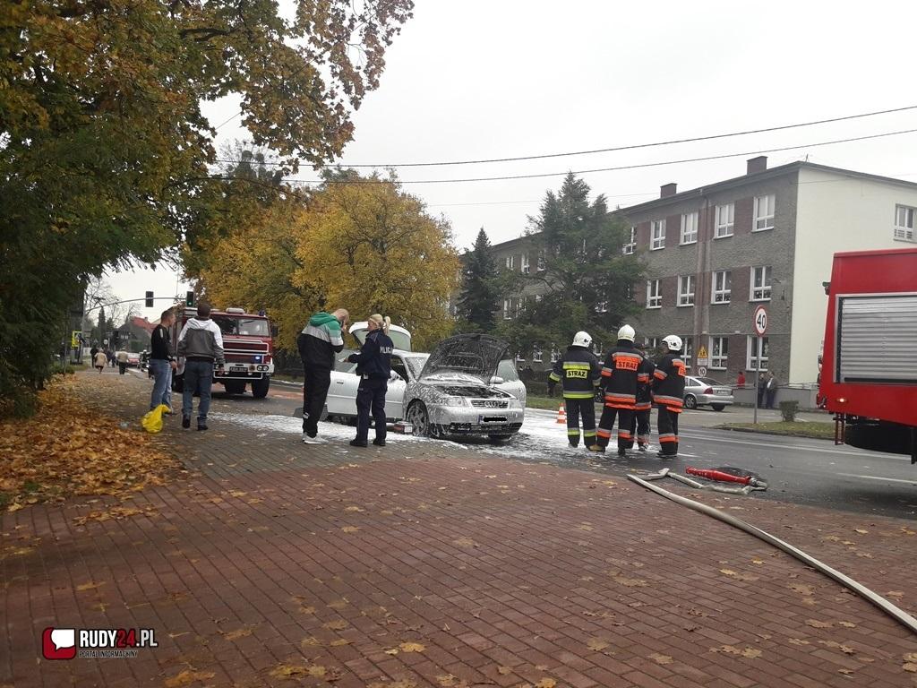 Pożar samochodu osobowego na ulicy Rogera