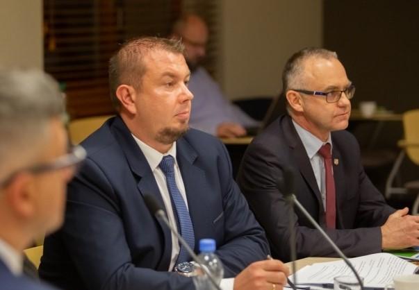 Konkursy dyrektorskie w dwóch placówkach oświatowych powiatu, w tym jeden w Rudach