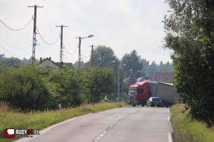 TIR utknął w rowie całkowicie blokując drogę! ( DW 919) Rudy - Racibórz
