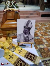 Program uroczystości pogrzebowych śp. bpa Gerarda Kusza. Przejazd trumny przez Rudy (na żywo)