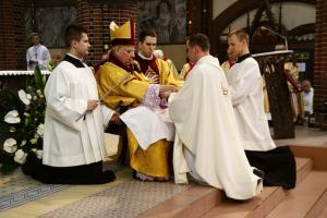 Siedmiu nowych księży. Jeden z nich trafi do rudzkiej parafii